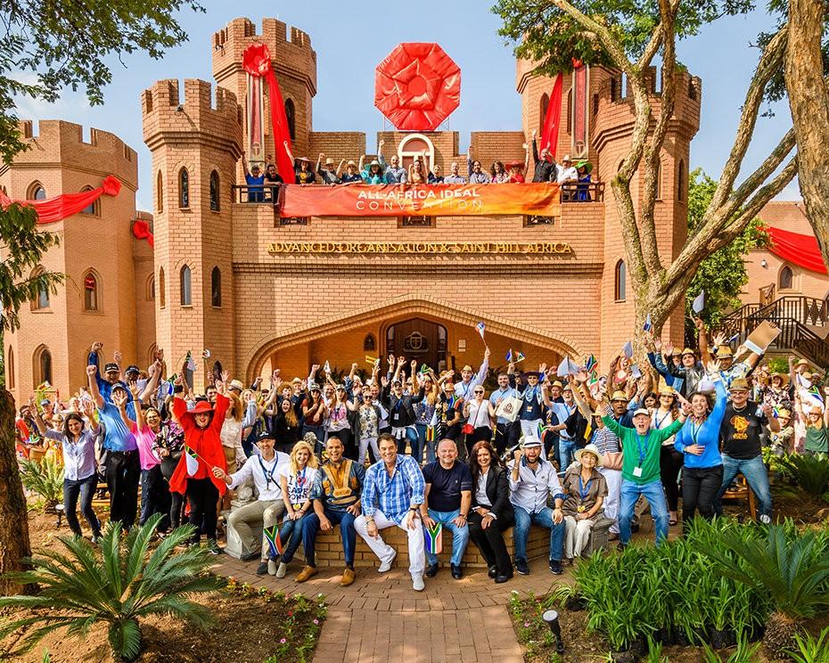 Саентология в Африке: участники первой конференции саентологов в замке Кьялами
