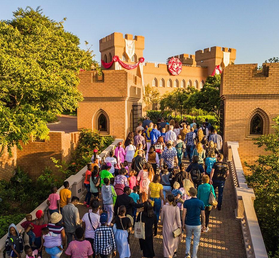 Саентология в Африке: замок Кальями в день открытия организации