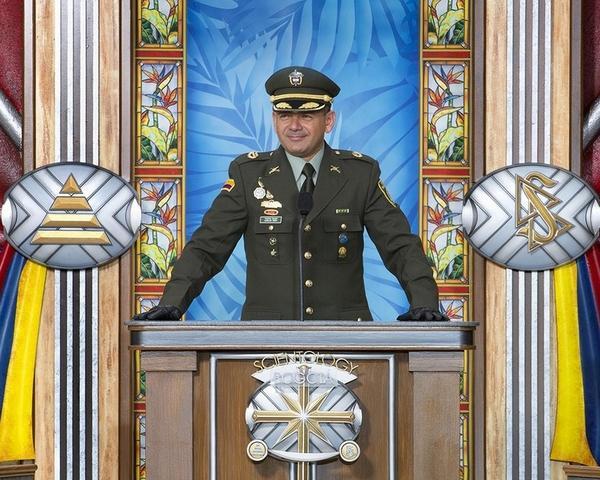 Подполковник Карлос Пенья (Carlos Peña), координатор антинаркотического просвещения колумбийского управления по борьбе с наркотиками.