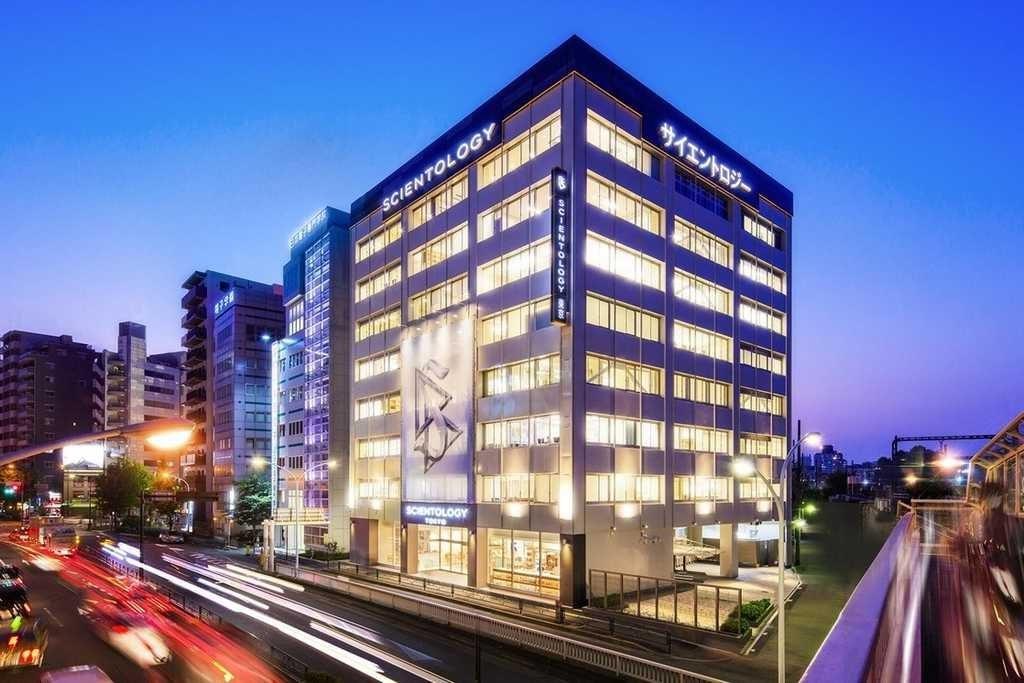 Саентология в Японии: организация Токио ночью
