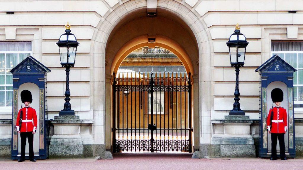 Букингемский дворец — резиденция монарха